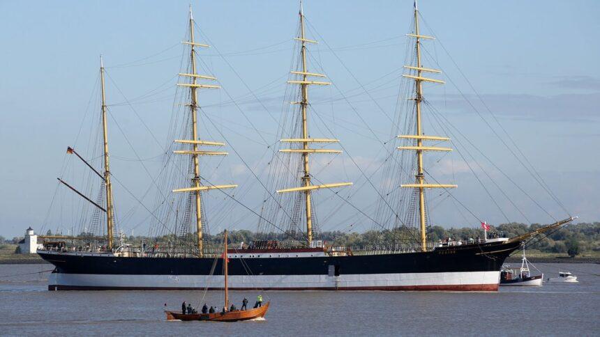 """Segelschiff """"Peking"""" erreicht Hamburg"""