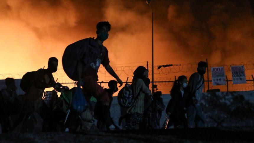 Insel Lesbos: Flüchtlingslager Moria steht fast vollständig in Flammen