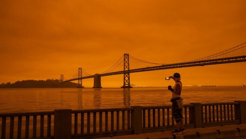 Etats-Unis : un inquiétant ciel orange à San Francisco à cause d'incendies historiques