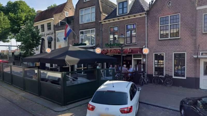 Café waar boa's werden belaagd twee weken op slot, uitbater zit vast