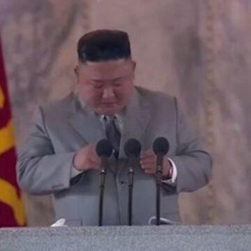 Kim Jong-un se emociona e pede desculpas durante discurso na Coreia do Norte