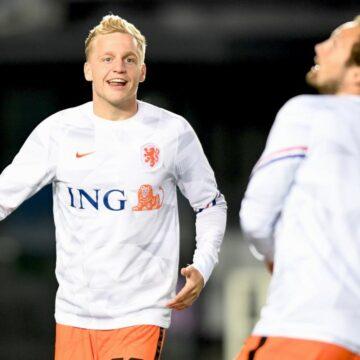 Oranje in 5-3-2 opstelling tegen Italië, Aké en Luuk de Jong in basis