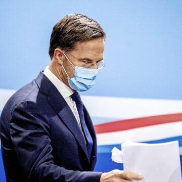 Rutte: 'Alle scenario's op tafel, ook een avondklok niet uitgesloten'