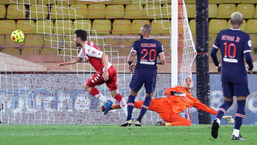 PSG na goals van teruggekeerde Mbappé pijnlijk onderuit tegen Monaco