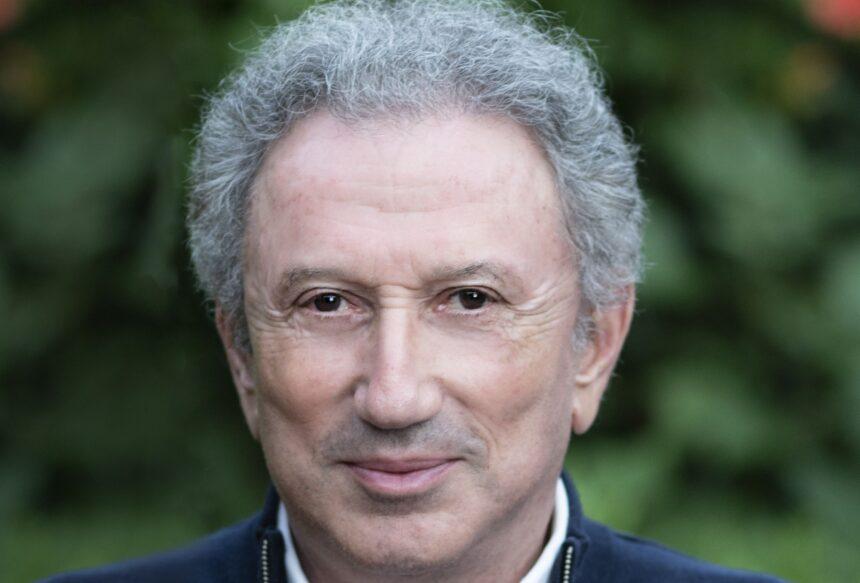 """Michel Drucker : """"Je reviens de très loin"""", confie-t-il sur RTL"""