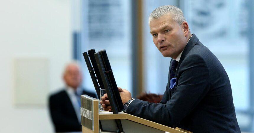 Streit um Rundfunkbeitrag: Ministerpräsident Haseloff feuert Innenminister