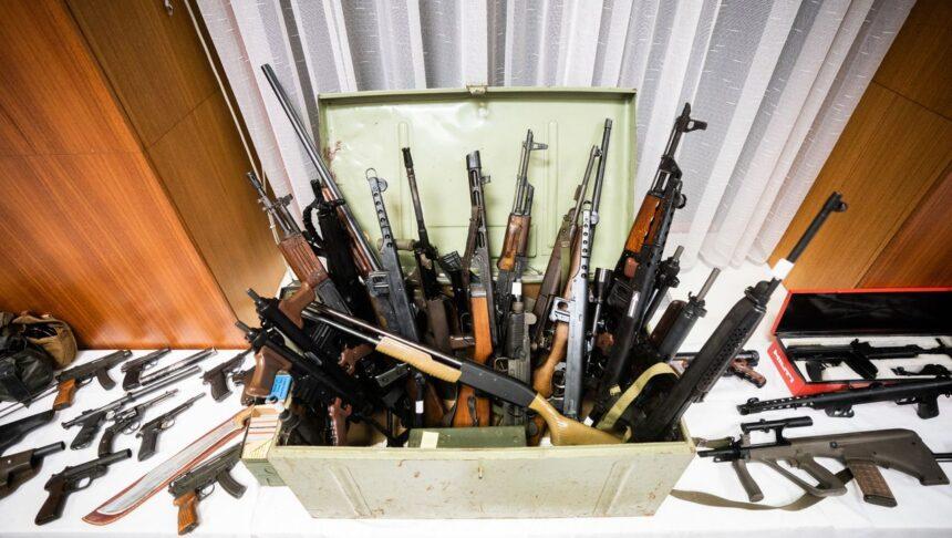 Österreich: Dutzende Sturmgewehre, 100.000 Schuss Munition