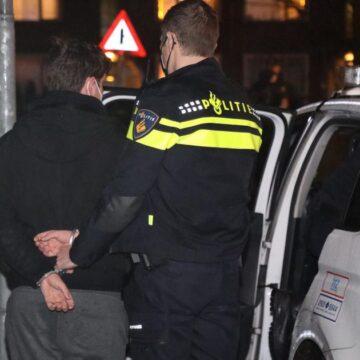 Jongeren gooien met vuurwerk naar politie in Velsen-Noord: 'Het lijkt wel oorlog'