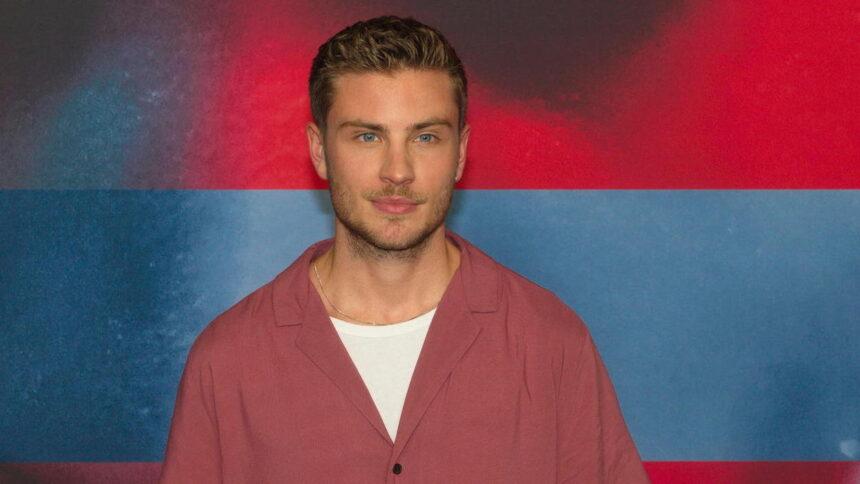 Jannik Schümann: Schauspieler zeigt ein Pärchenfoto seinem Freund