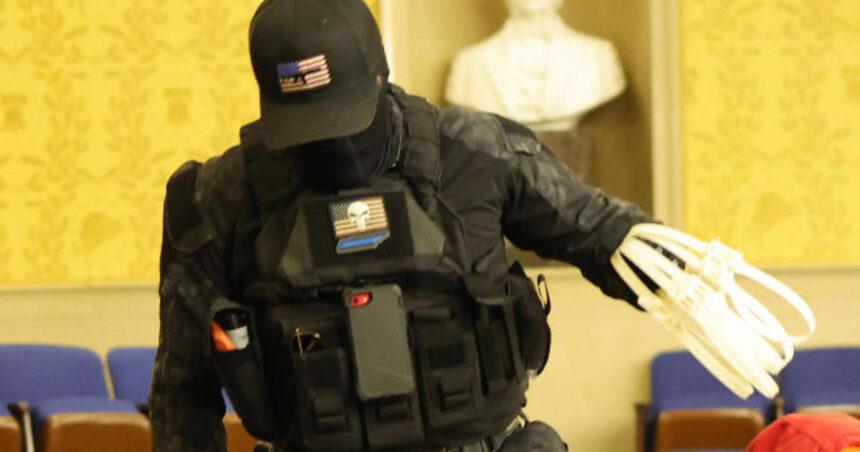 2 men allegedly seen in viral photos carrying zip ties during Capitol assault arrested