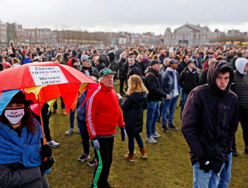 Noodbevel van kracht wegens anti-Rutte-demonstratie op Museumplein