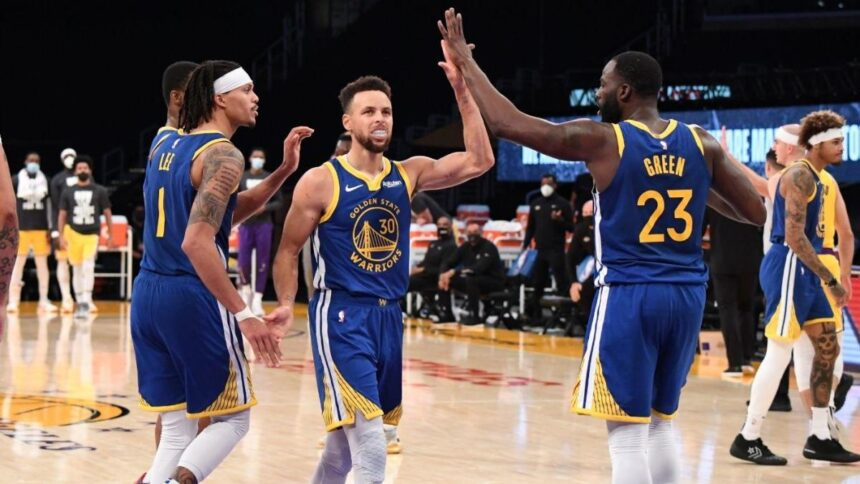 Warriors-Lakers takeaways: Stephen Curry comes up clutch for Golden State in comeback win against Los Angeles