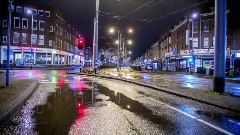 'Avondklok 3 weken langer, scholen deels open, kappers mogen aan de slag'
