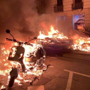 Vijfde avond van rellen, vandalisme en plundering in Barcelona en andere steden
