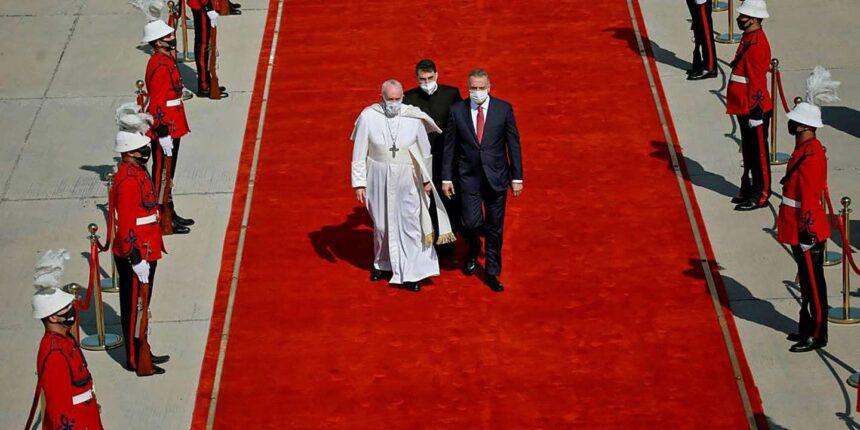 Le pape François est arrivé en Irak pour une visite historique et hautement politique