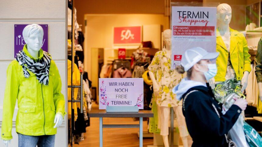 Neue Regelung ab Mittwoch:Shoppen in Berlin nur noch mit Corona-Test