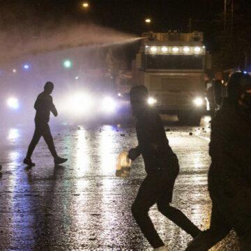 """Emeutes en Irlande du Nord après le Brexit : """"Certaines scènes font vraiment écho à la guerre civile"""""""