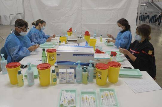 La vaccination sera ouverte aux plus de 55 ans dès lundi, annonce Olivier Véran
