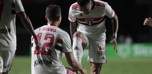 Com assistência e desarmes, Dani Alves se destaca em vitória do São Paulo; veja