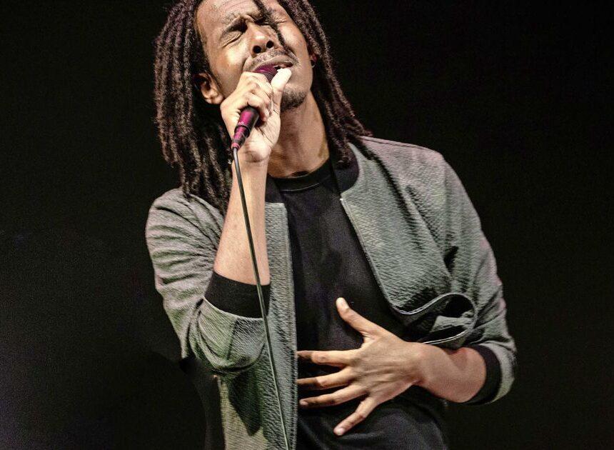 Wedkantoren zien het somber in voor Songfestival-zanger Jeangu Macrooy