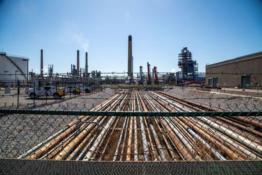 Ottawa enters legal battle over Enbridge's Line 5 pipeline