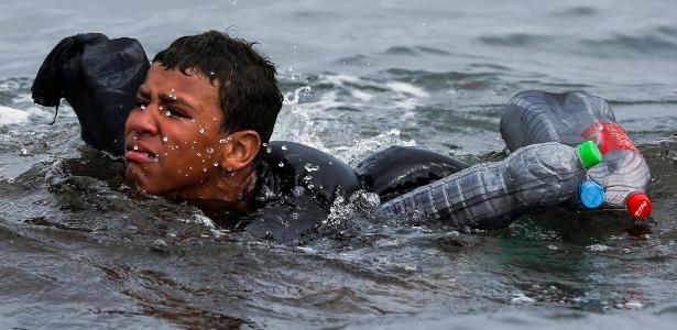 Migrantes tentam chegar até Ceuta pelo mar