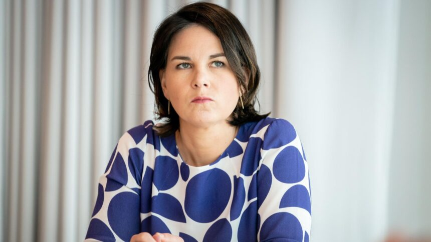 Annalena Baerbock stürzt ab: Herber Rückschlag für die Kanzlerkandidatin