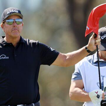U.S. Open 2021: Flagstick sends Phil Mickelson's shot deep into rough