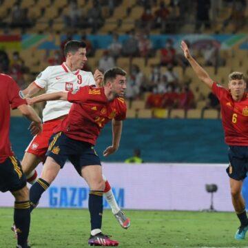 Lewandowski bezorgt Spanje grote problemen met rake kopbal