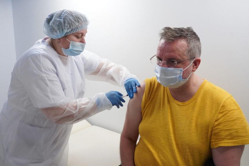 """""""После вакцинации нет антител"""": врач объяснил проблему"""