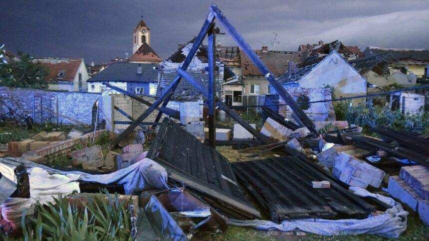Tschechien: Tote und Verletzte nach Tornado an Grenze zu Österreich