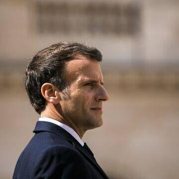 Notre-Dame de Lourdes : « Honte à vous ! »… Emmanuel Macron invectivé par un homme, qui blesse un garde du…