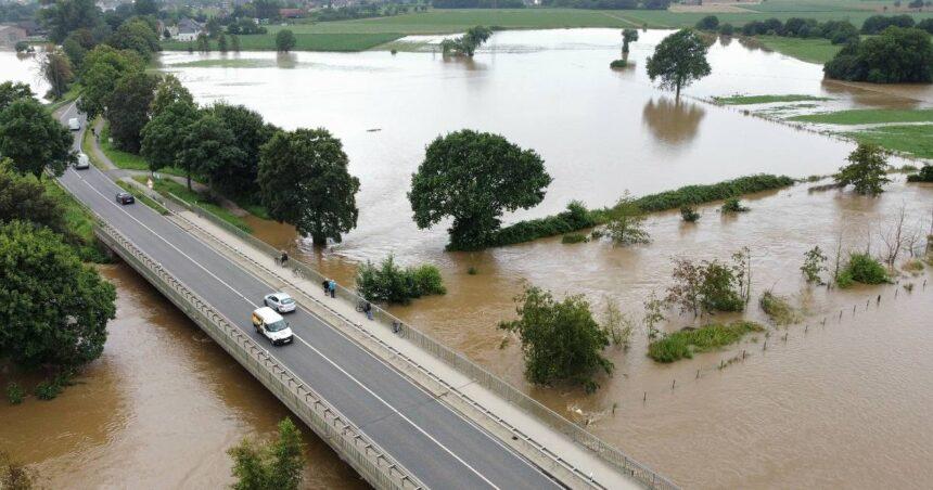 Dammbruch der Rur im Kreis Heinsberg: Ophoven wegen Hochwasser evakuiert