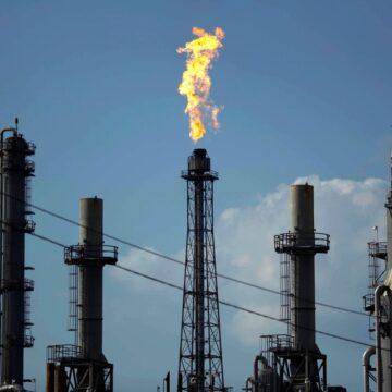 Opep e aliados concordam com aumento da produção de petróleo para amenizar alta nos preços