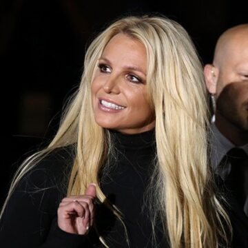 Britney Spears' father steps down from conservatorship