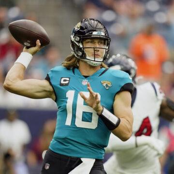 Jaguars' Trevor Lawrence throws deep to Chris Manhertz for first NFL touchdown pass